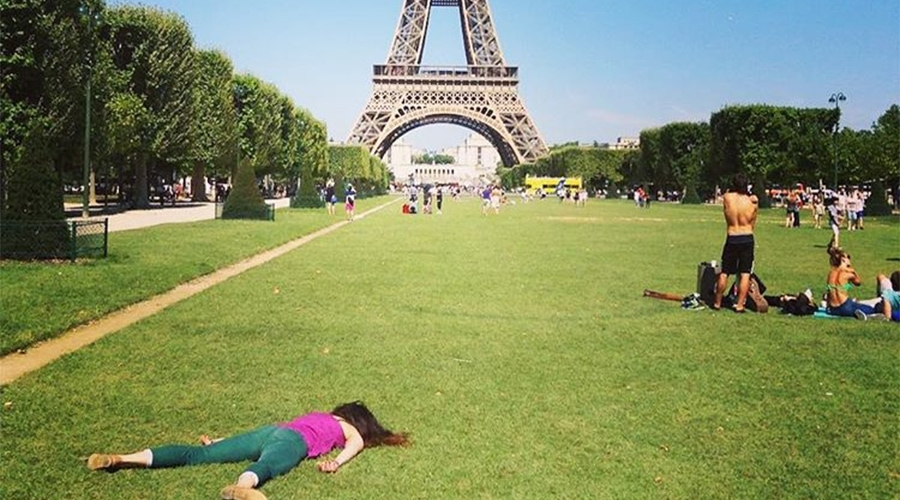 This woman hates selfies so much that she started an Instagram of herself 'dying' at famous landmarks